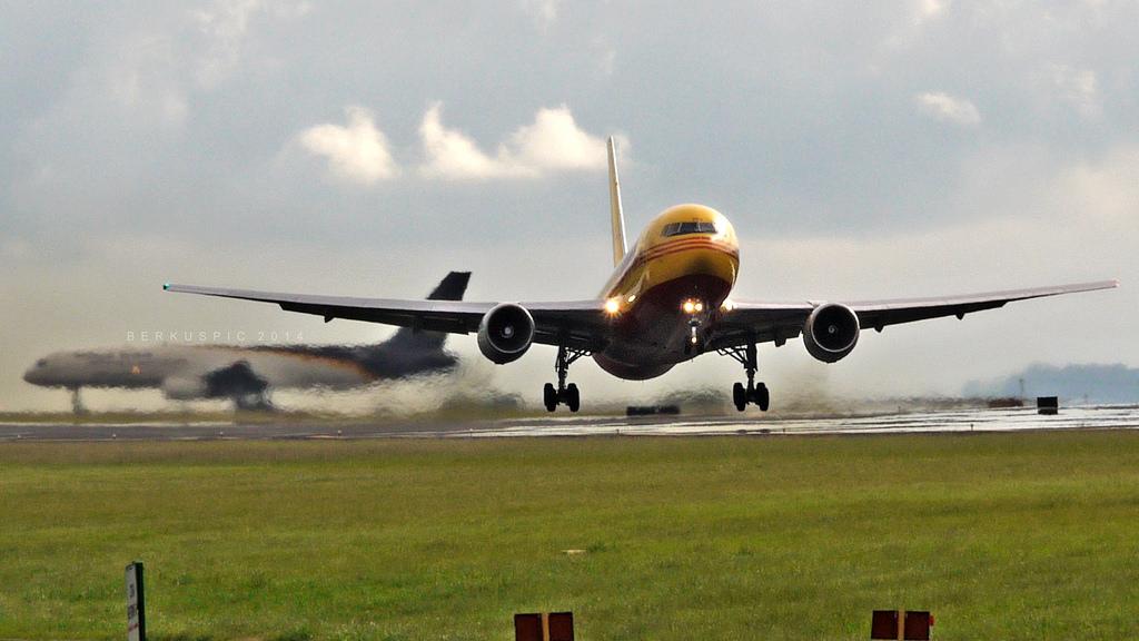 Samolot DHL